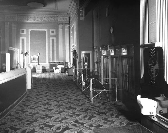 Foyer - 1947